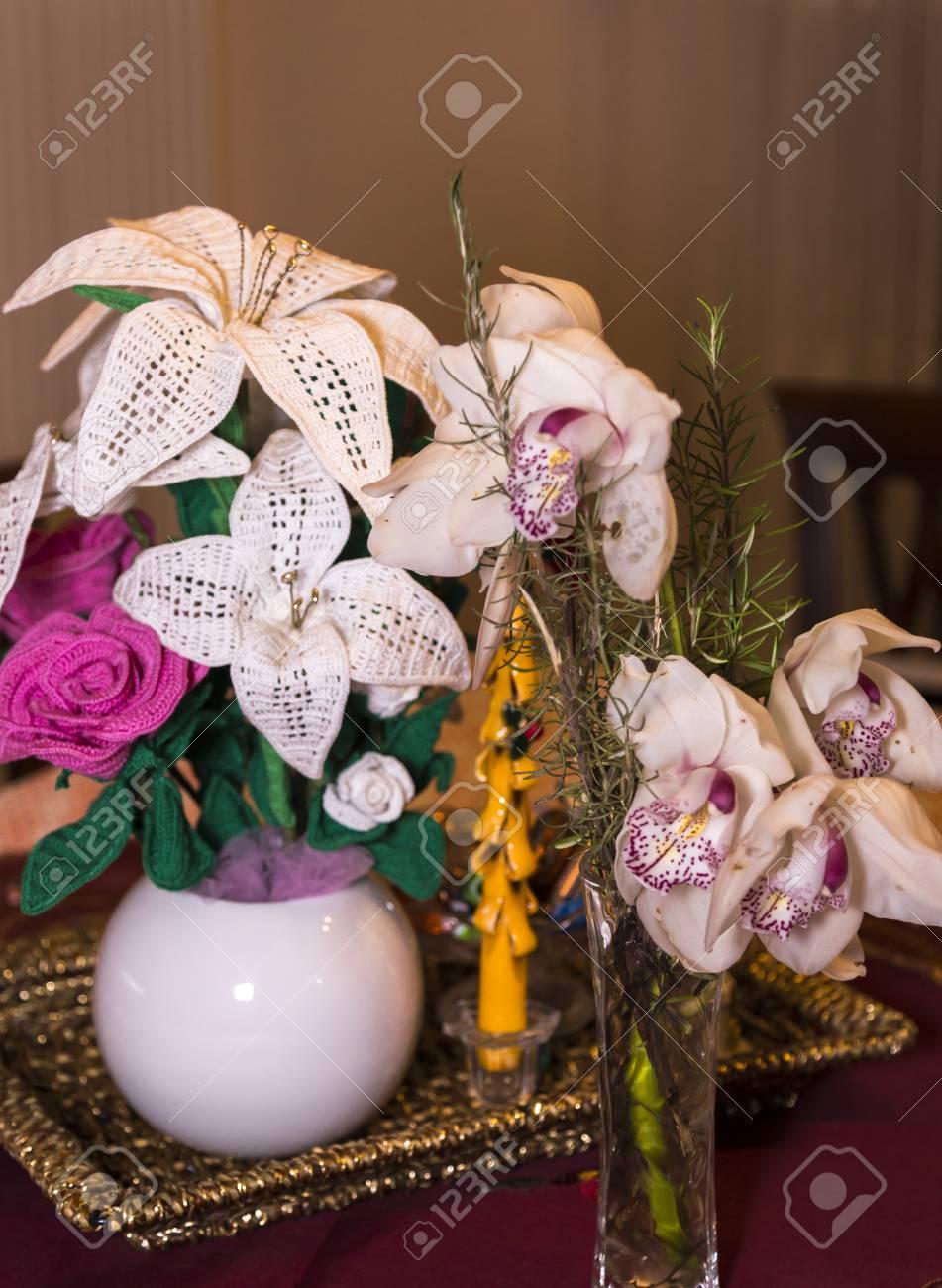 Fleurs 3d Au Crochet Blanches Et Roses Sur Une Branche Naturelle