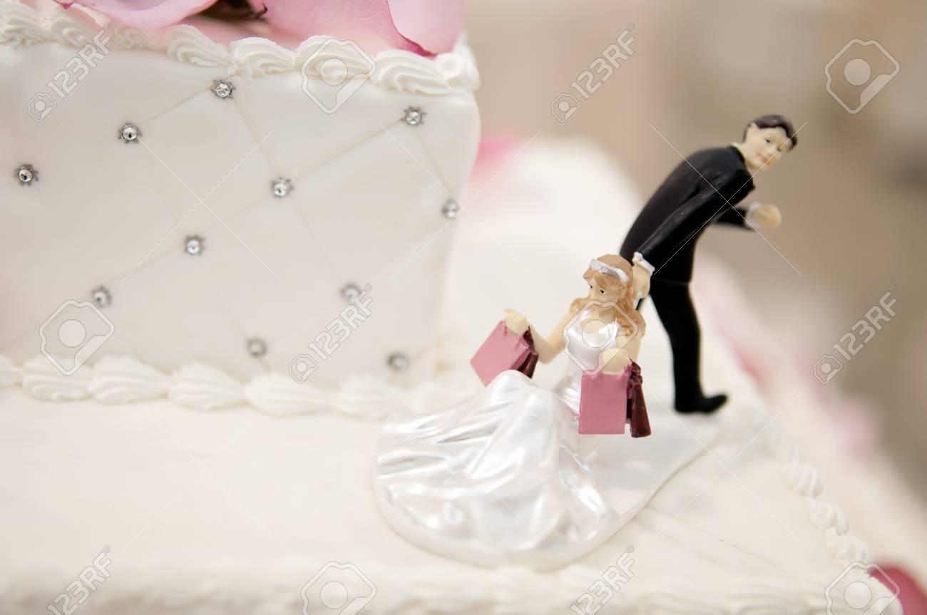 新郎と花嫁の結婚式のケーキ トッパー