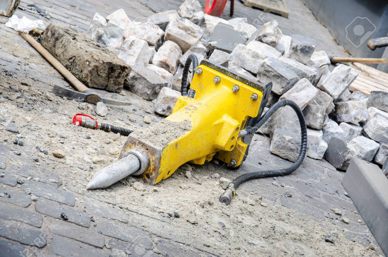 Close-up of used hydraulic breakers. - 131909902