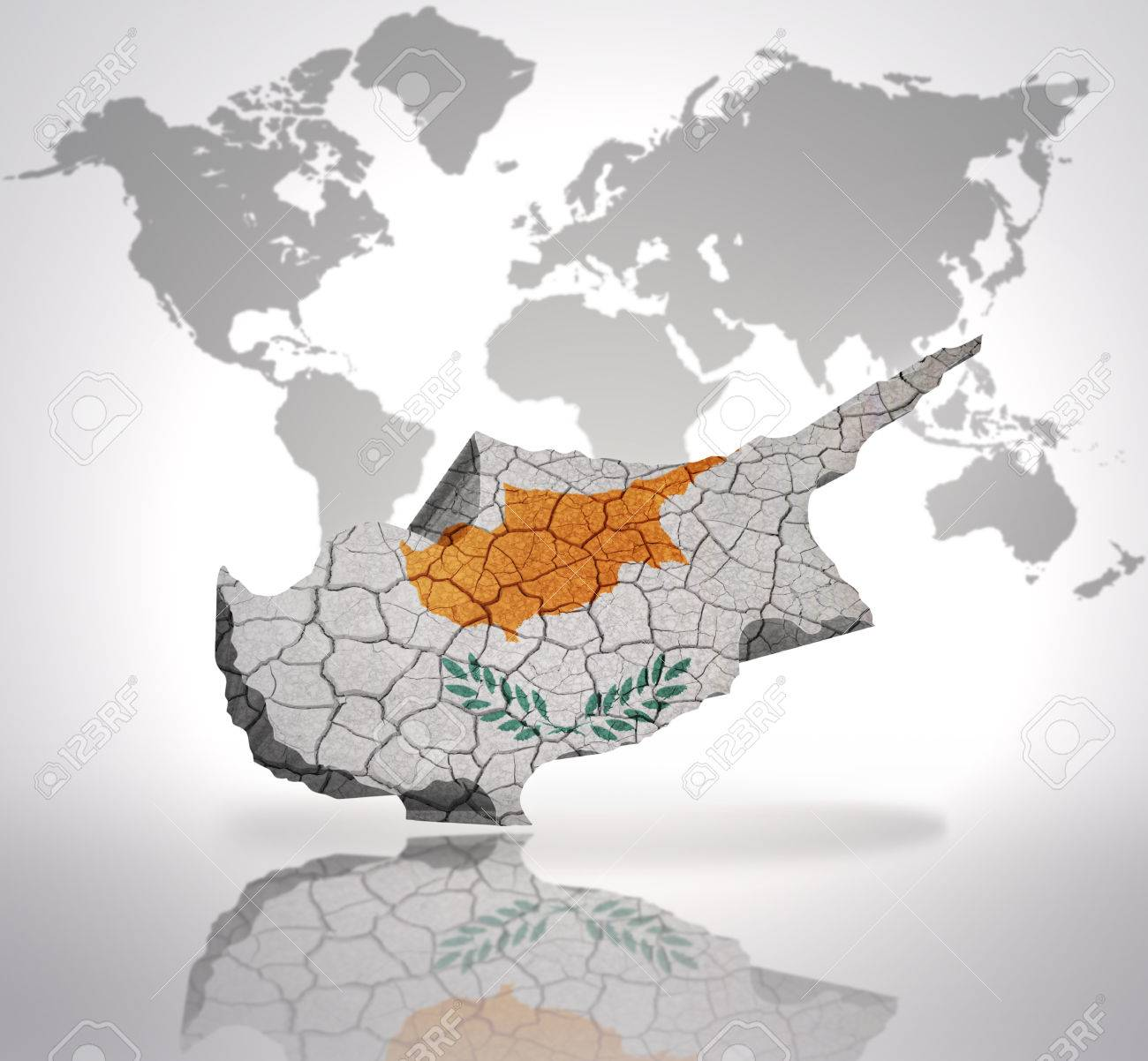 Carte De Chypre Avec Le Drapeau Chypriote Sur Une Carte Du Monde Arriere Plan Banque D Images Et Photos Libres De Droits Image 32714940