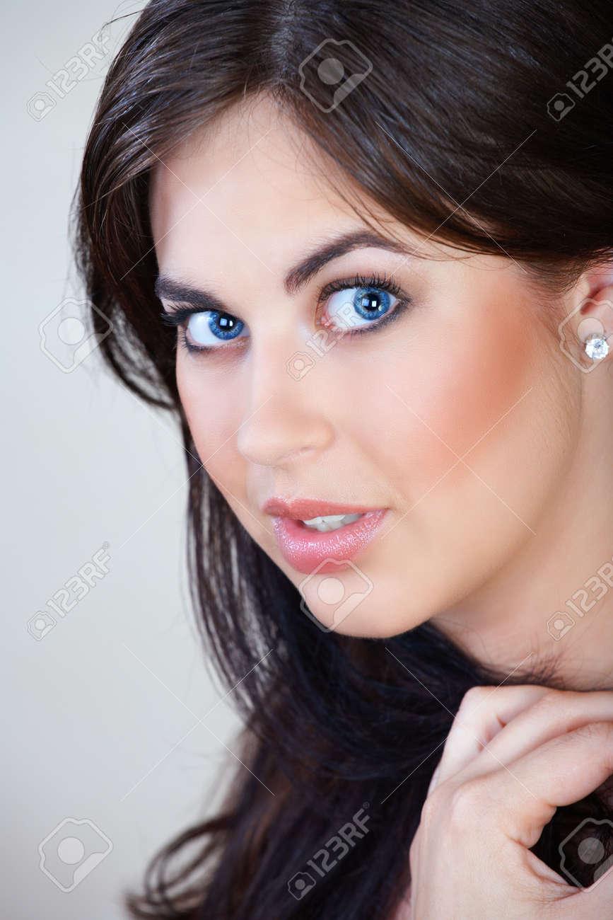 Braune Haare Mit Blauen Augen Braune Haare Und Blaue Augen 2019 12 24