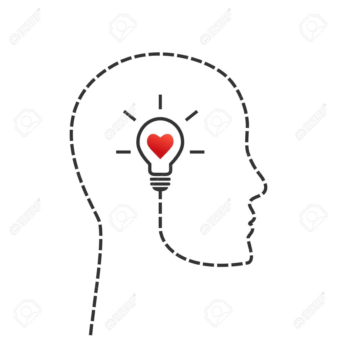 Idée De Photo De Profil pensée, bon moral et concept d'inspiration. profil de visage et ampoule  comme symbole d'idée avec le coeur à l'intérieur.