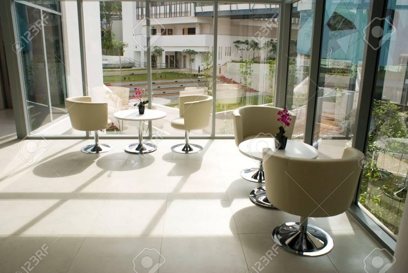 Moderno Edificio De Oficinas Y La Decoración Interior De Diseño ...