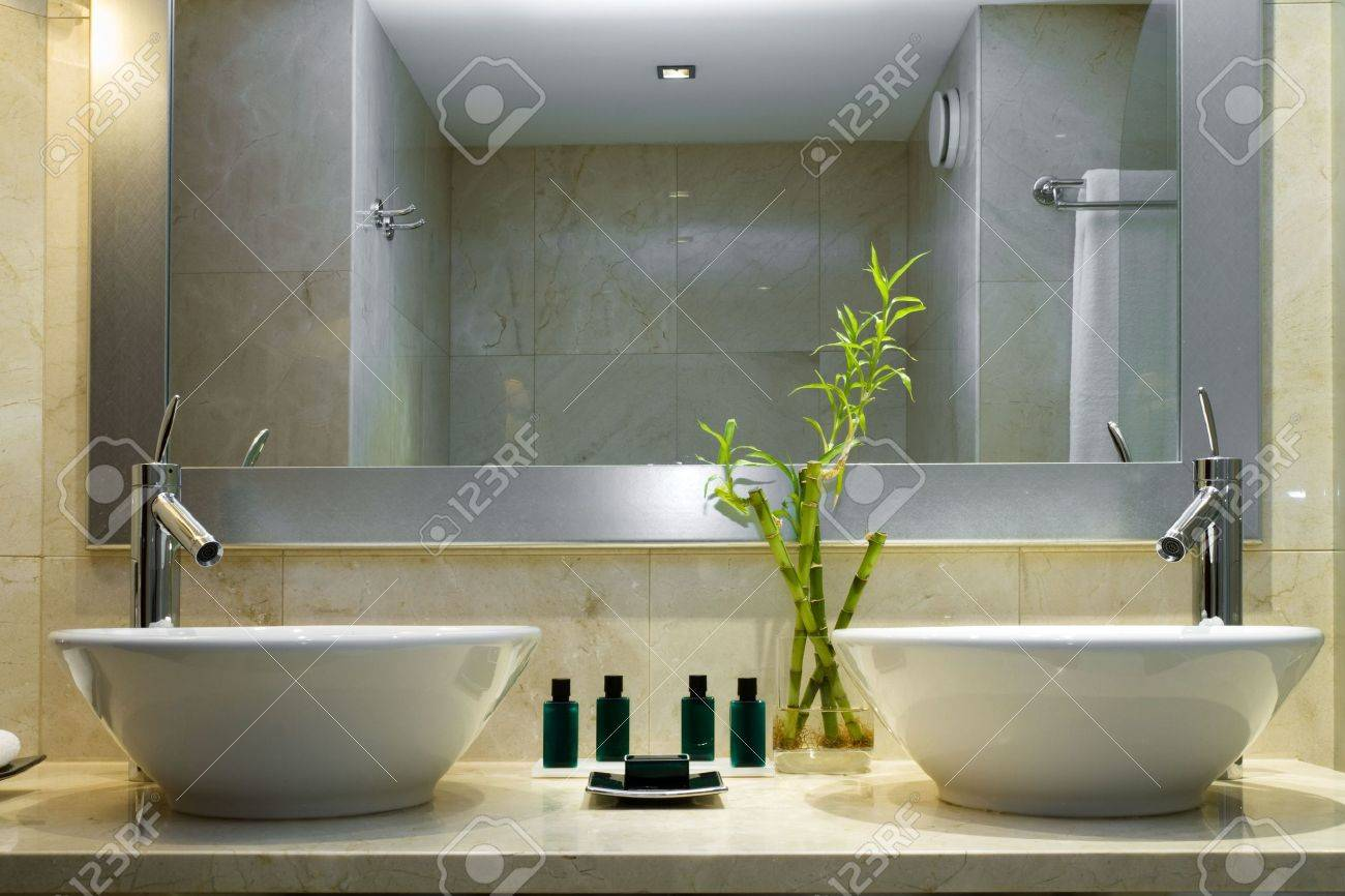 Modern style interior design of a bathroom Stock Photo - 5569067