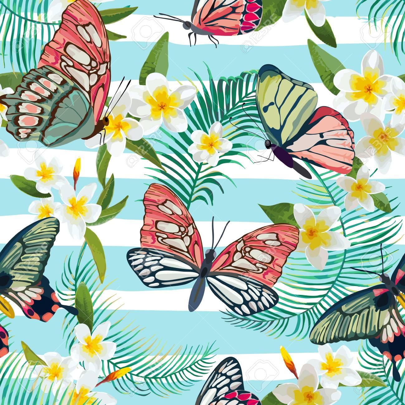 ccecdb4323 Foto de archivo - Tropical de patrones sin fisuras con flores y mariposas  exóticas. Fondo floral de hojas de palma. Diseño de tela de moda.