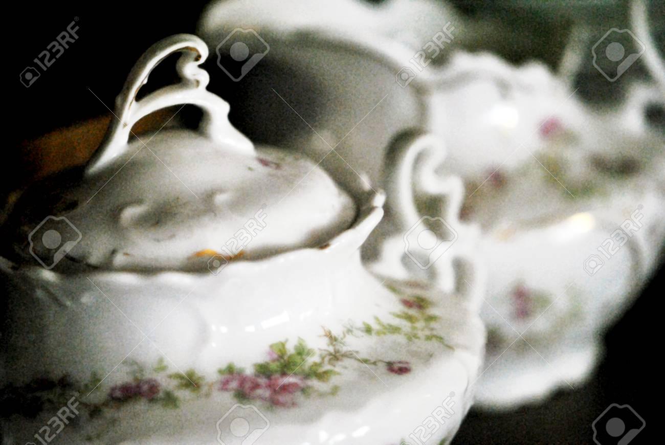 Sugarbowl Y Crema En El Armario De Porcelana Fotos Retratos