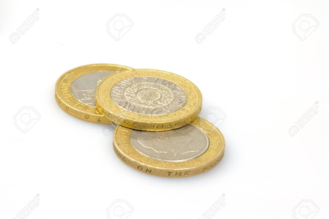 Britisch British Kurzhaar Zwei Pfund Münzen Auf Weißem Hintergrund