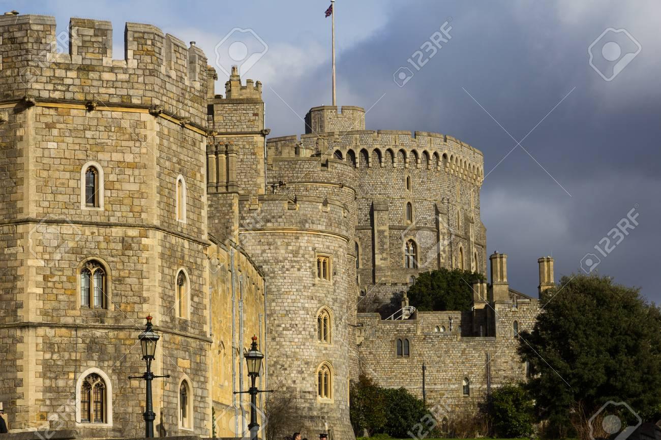 Windsor Reino Unido 1 De Febrero De 2014 Parte De Los Muros Del Castillo De Windsor Durante El Día Fotos Retratos Imágenes Y Fotografía De Archivo Libres De Derecho Image 34183934
