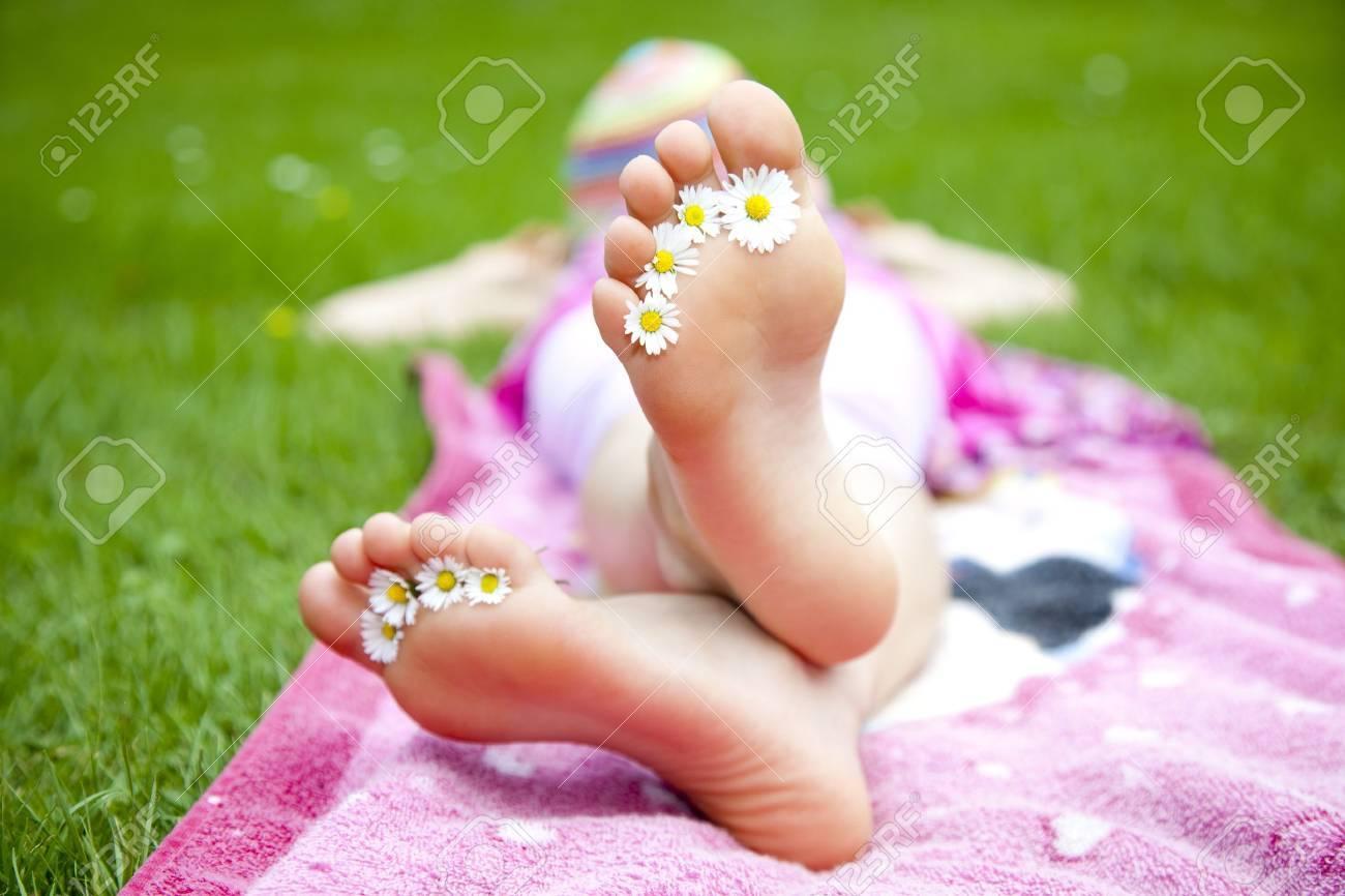 feet - 15042994