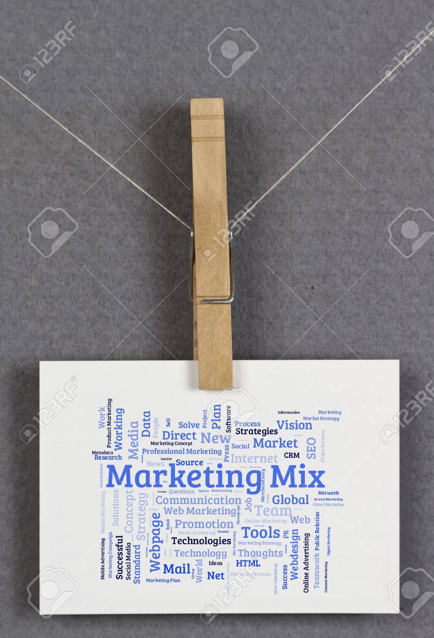Marketing Mix Nuage De Mots Sur Une Carte Visite Pingle