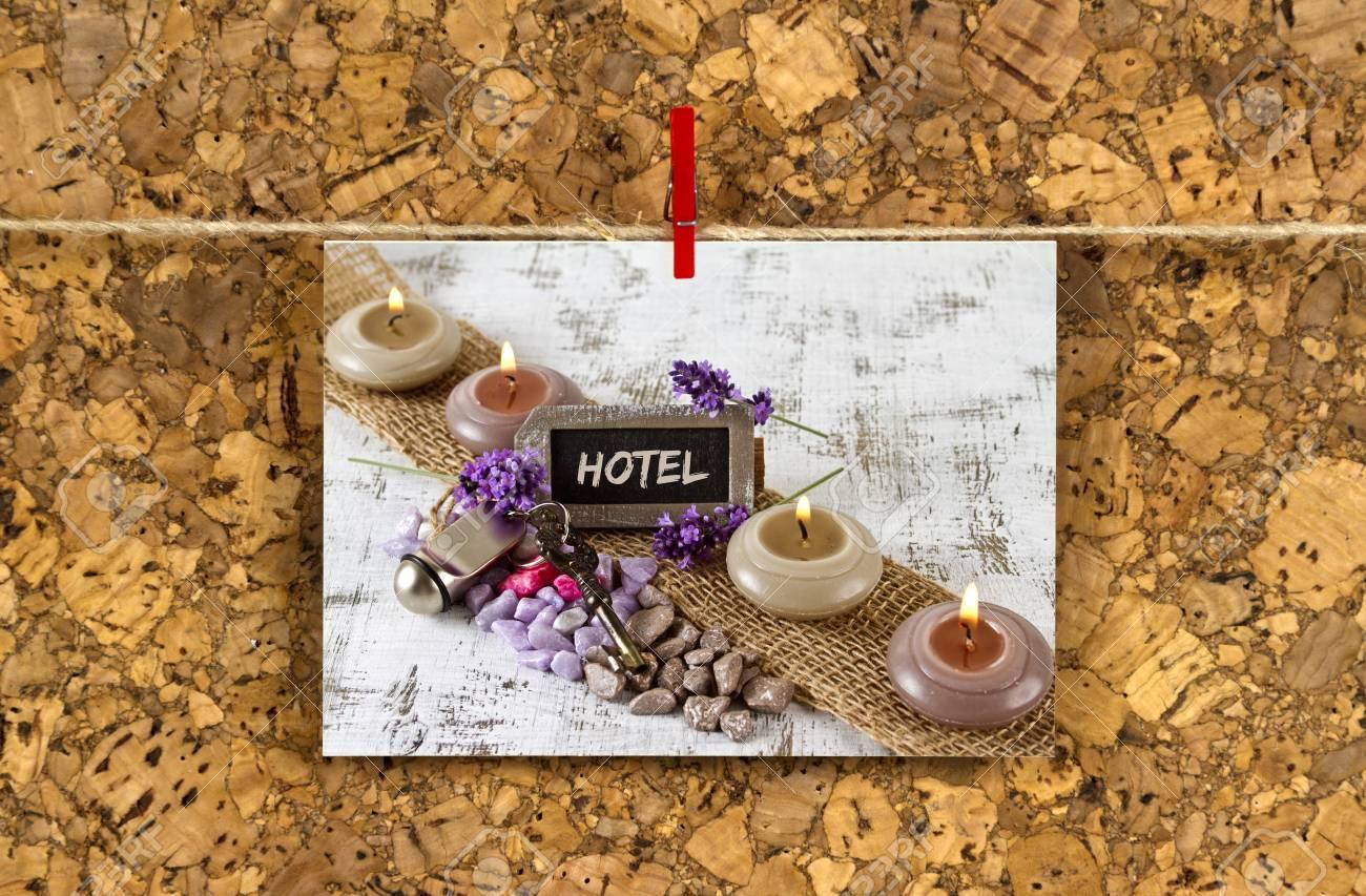 Carte De Visite Avec Concept Dhotel Sur Un Panneau Liege Banque