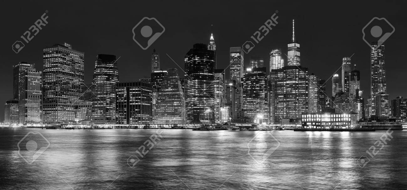 Black and white panoramic picture of manhattan at night new