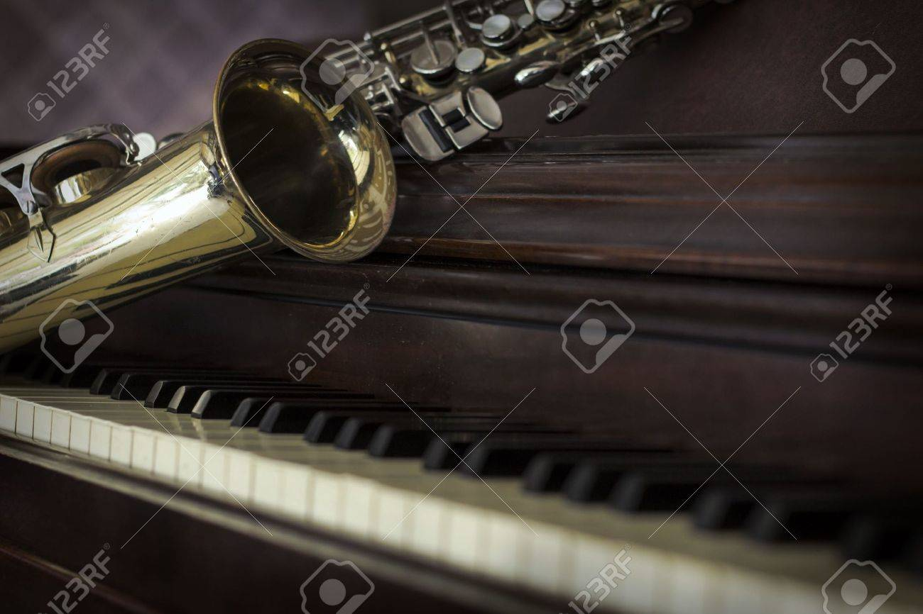 Old and worn Jazz saxophone and piano musical background Stock Photo - 55340899