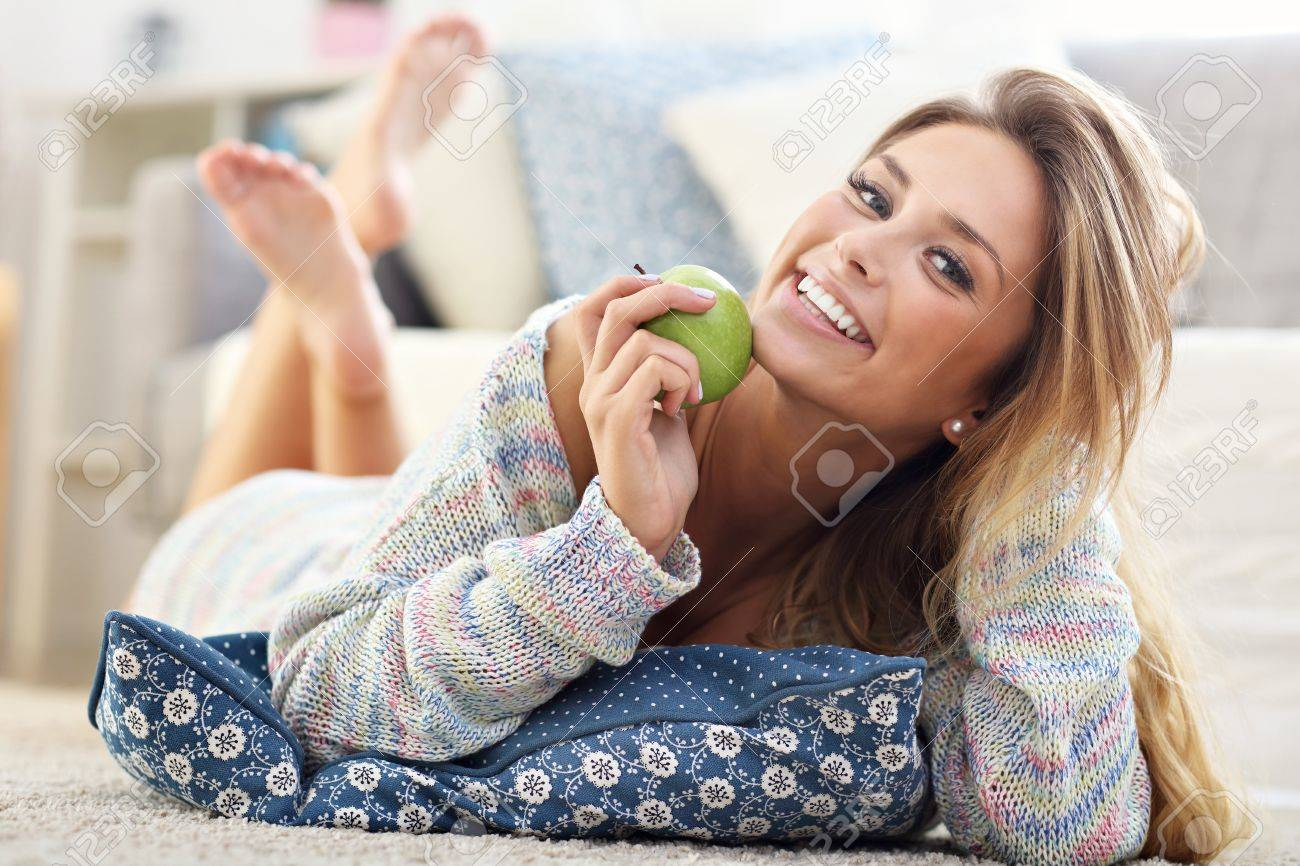 Picture showing happy woman relaxing at home - 72010636
