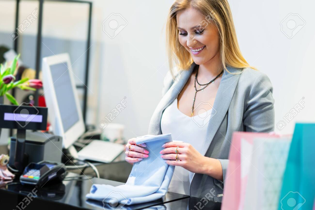 Sales assistant in clothing store - 120132393