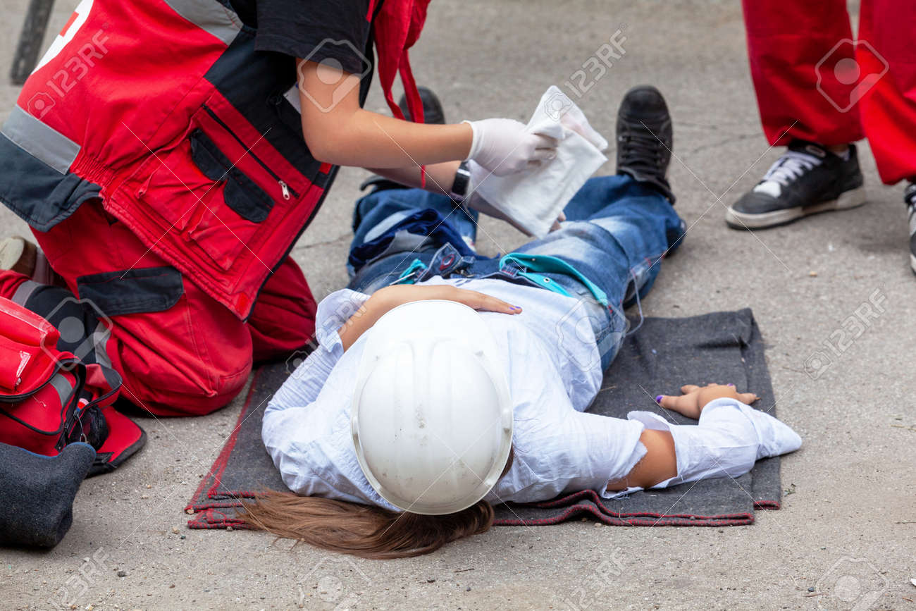 First aid after work accident - 167508826