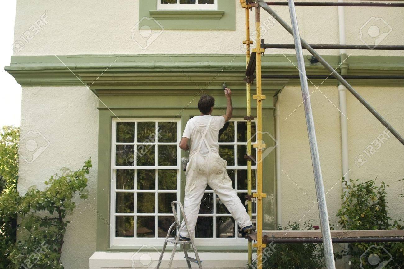 Painter Dekoration Eines Hauses Außen. Lizenzfreie Fotos, Bilder Und ...