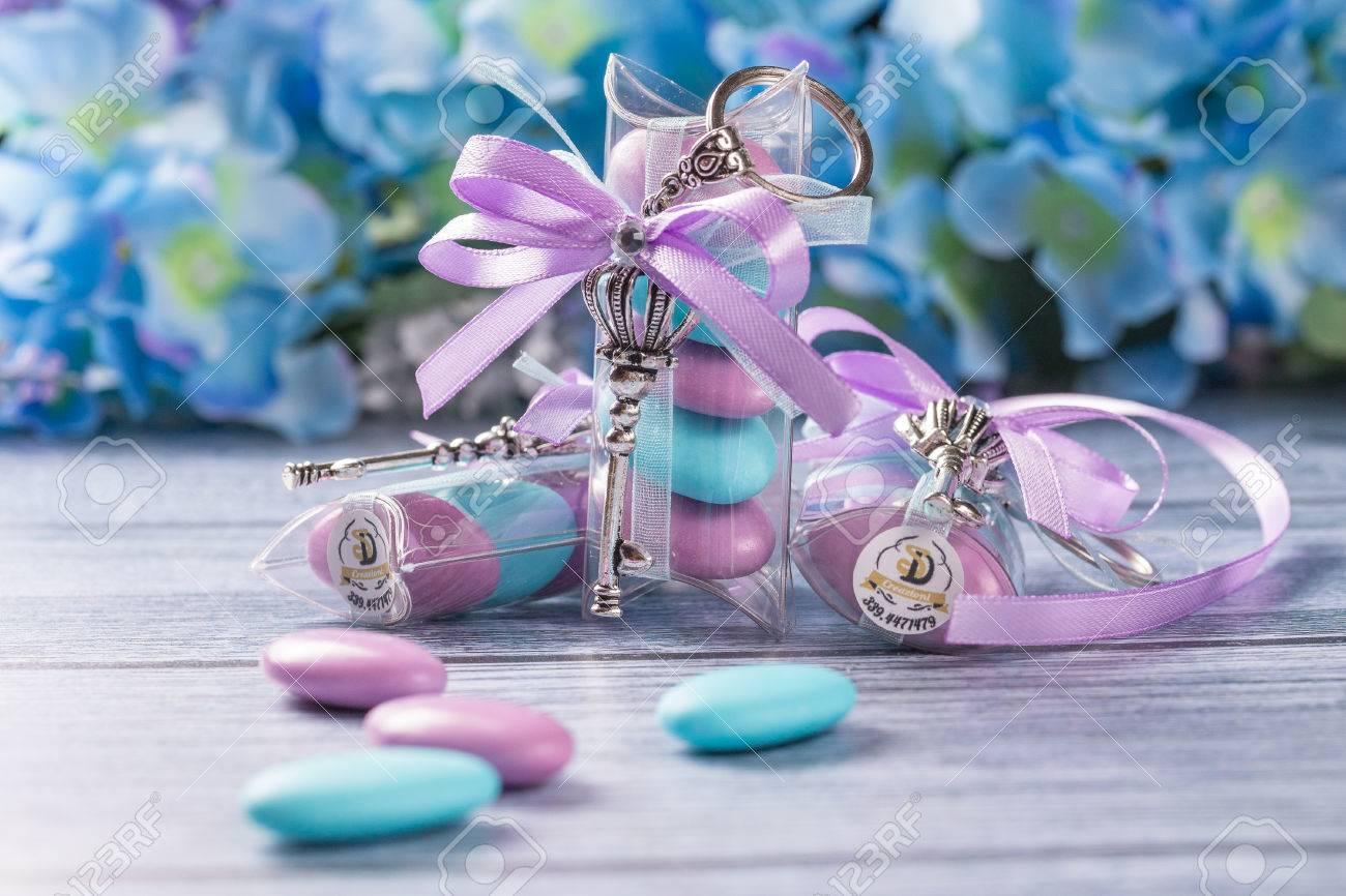 Hochzeitsbevorzugungen Boxen Mit Lila Und Weissem Band Mit Violetten