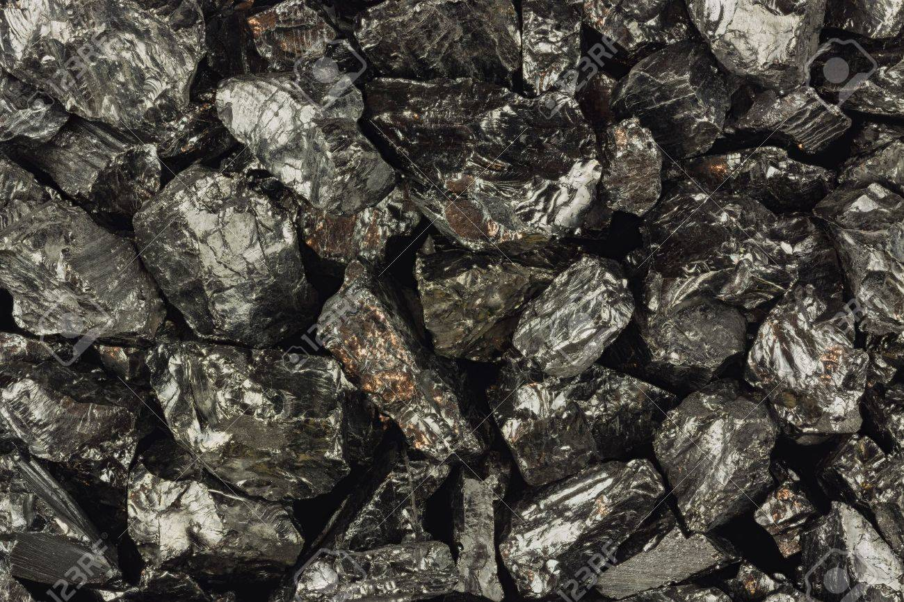 Pieces of raw coal - 18218605
