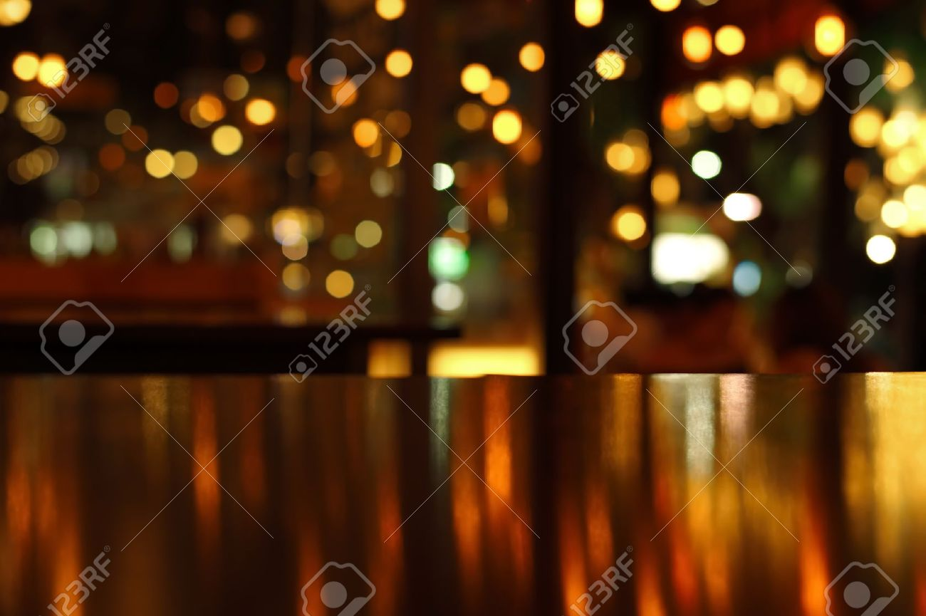 blur reflection light on table in bar and restaurant at city night - 43231661