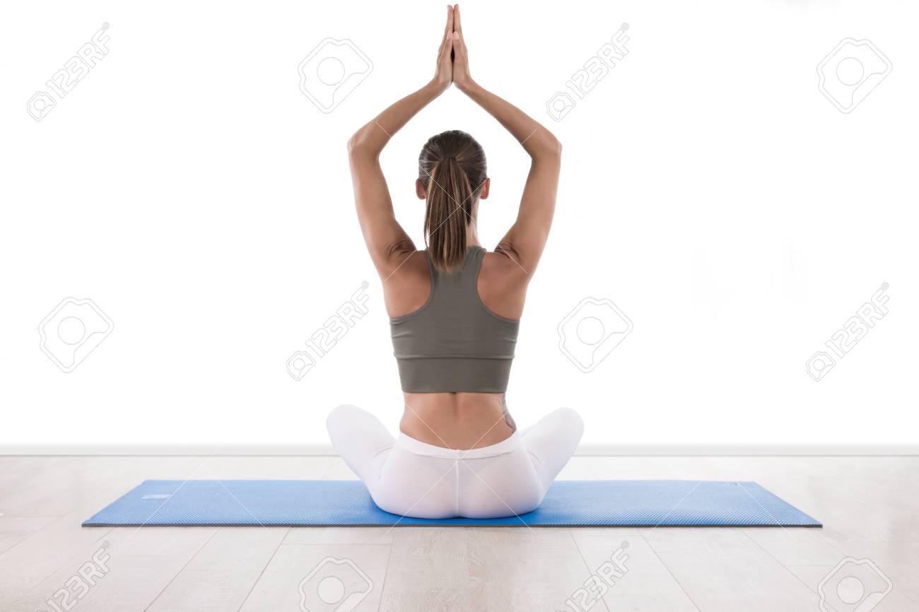 Schone Frau Die Yoga Auf Dem Boden Tut Lizenzfreie Fotos Bilder
