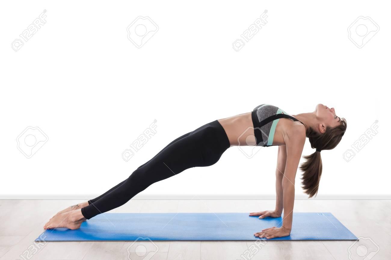 Schone Frau Die Yoga Auf Dem Boden Lizenzfreie Fotos Bilder Und