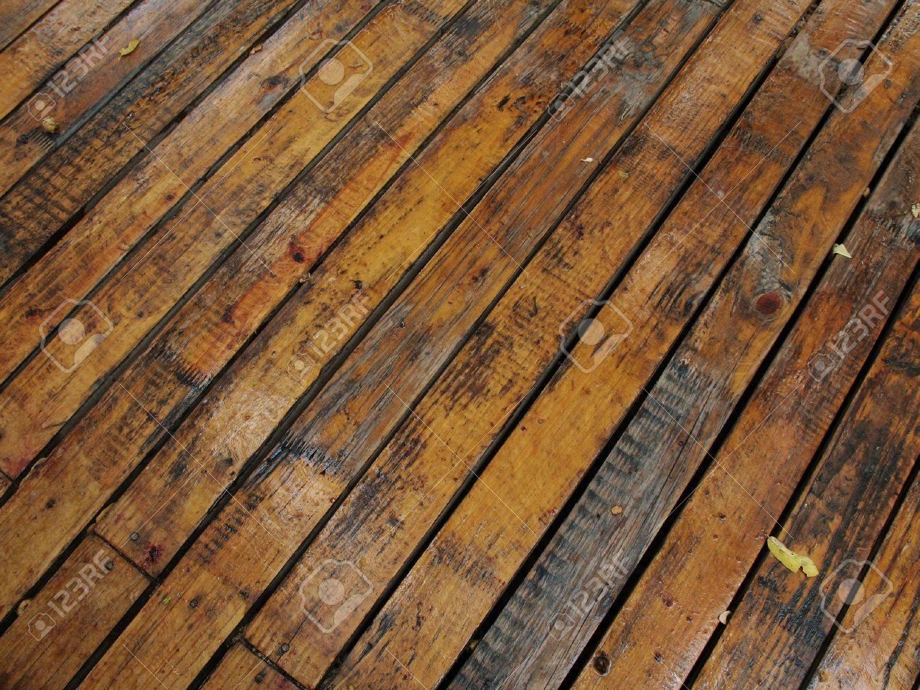 Fußboden Planken ~ Deck fußböden aus holz planken nass nach dem regen und gezeigt