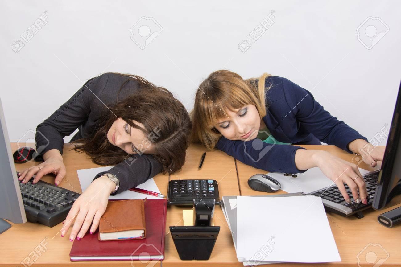 Jeunes enfants lit multifonctionnel lit bureau armoire combinaison