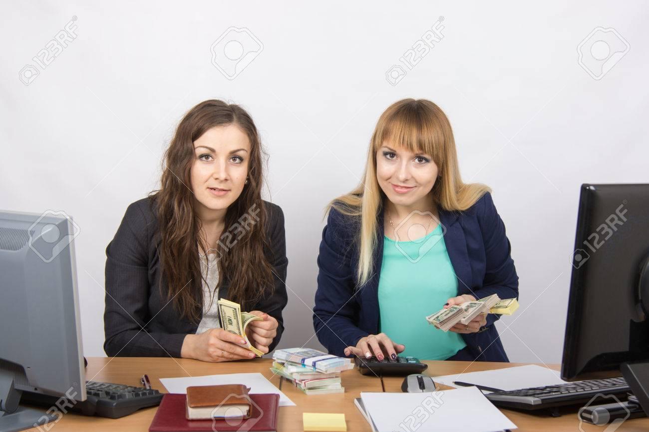 Pour table de bureau deux filles argent nombre d employés banque d
