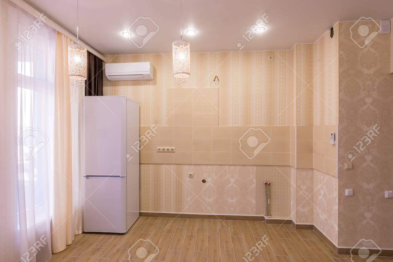 Interior De Una Cocina Vacía Sin Muebles, En Estudio Fotos, Retratos ...