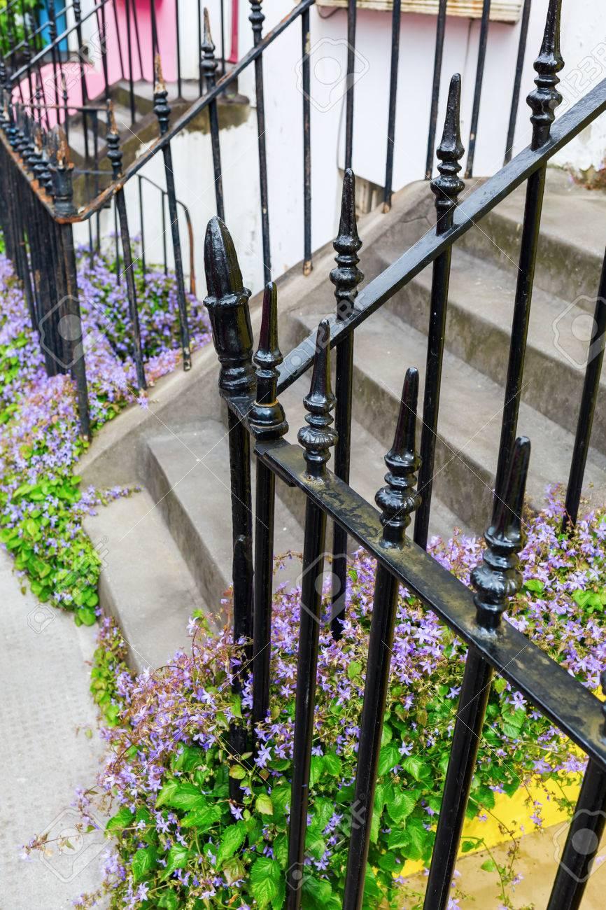 Typische Zaun Schmiedeeisen Vor Reihenhausern Notting Hill London
