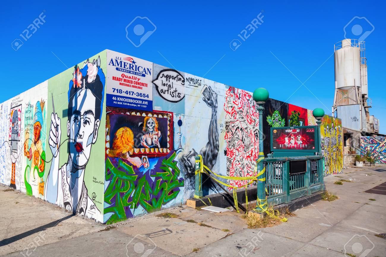 Foto Murales New York.New York City Usa October 10 2015 Mural Art In Bushwick