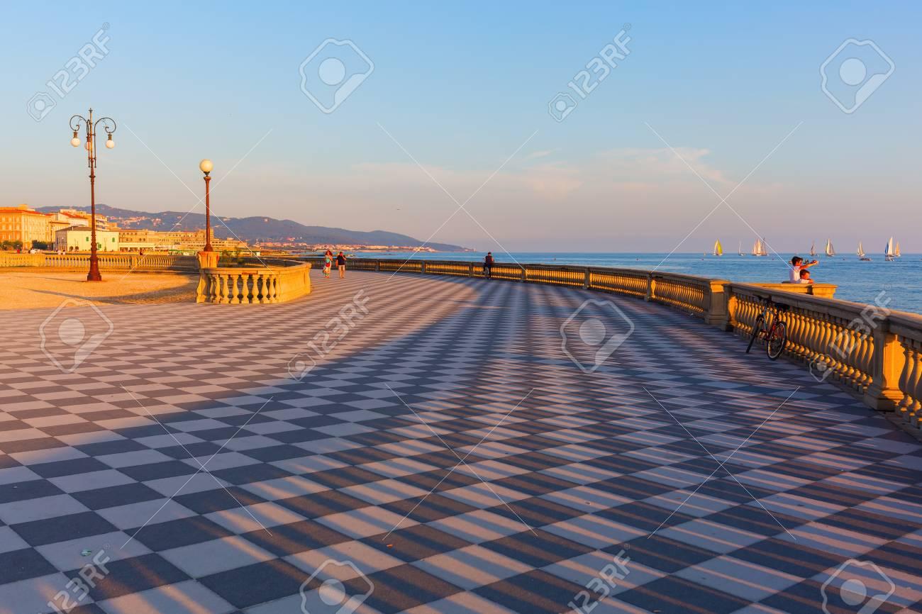 Livorno Italia 1 Luglio 2016 Terrazza Mascagni Con Persone Non Identificate Si Tratta Di Un Ampio Belvedere Verso Il Mare Con Una Superficie Di