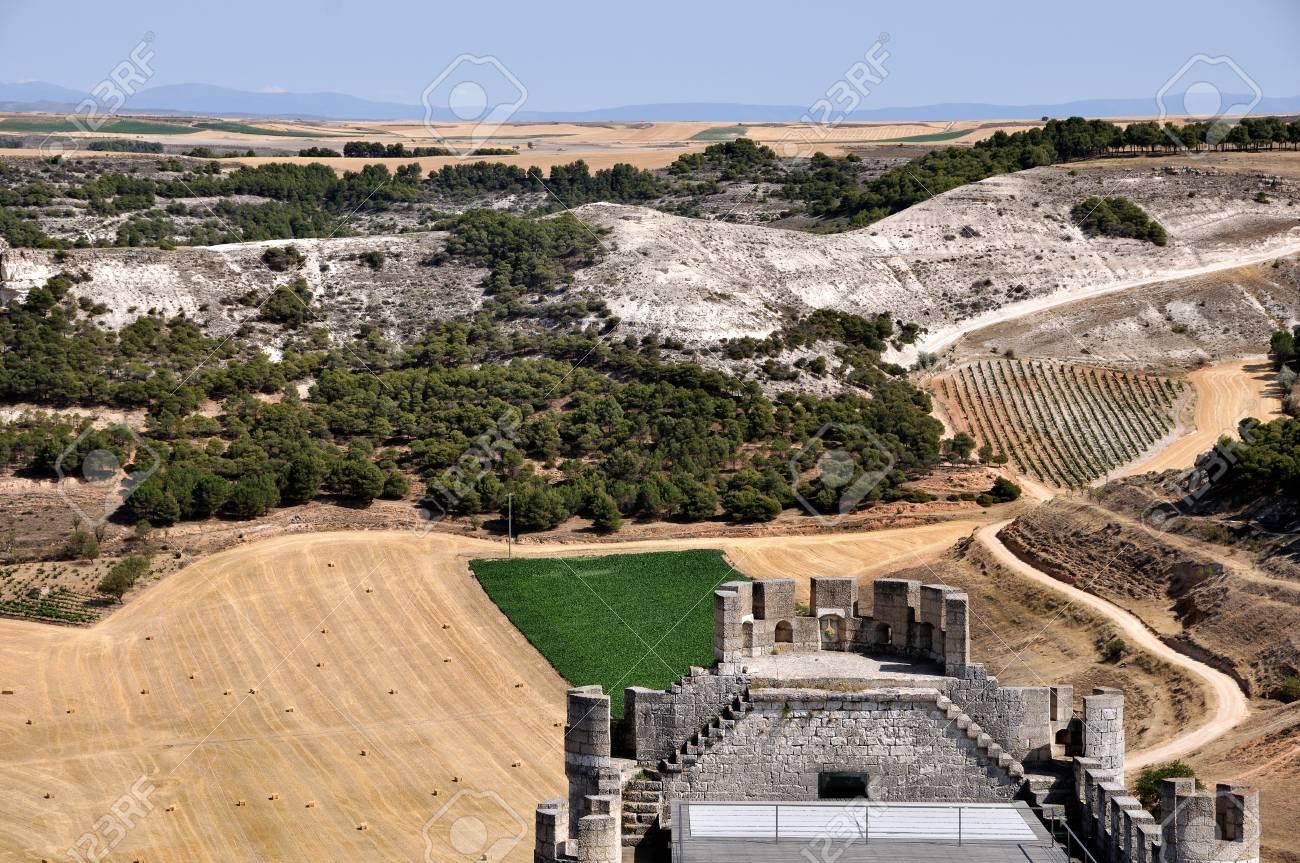10 世紀に作成され、丘にある Pe...