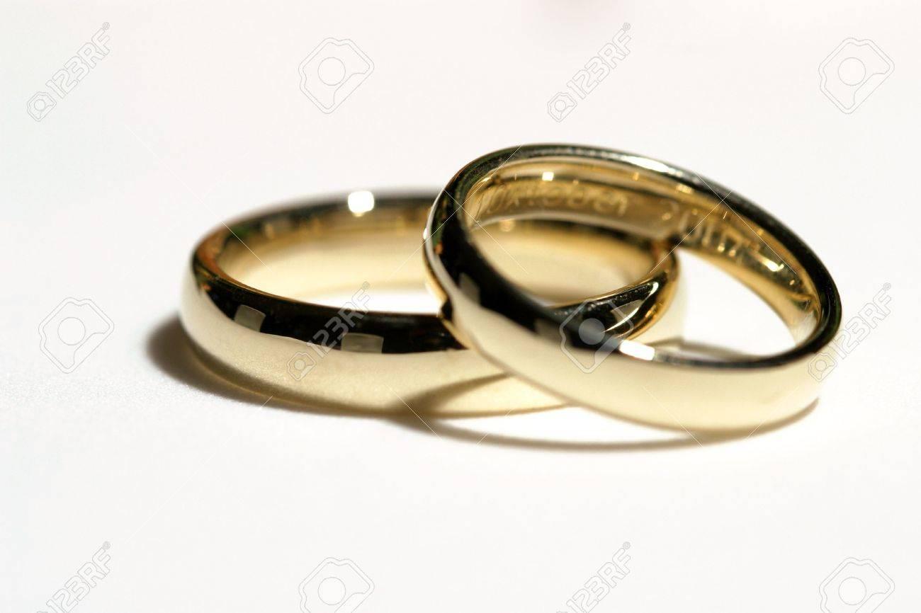 Zwei Ringe Fur Einen Mann Und Eine Frau Fur Die Hochzeit Lizenzfreie
