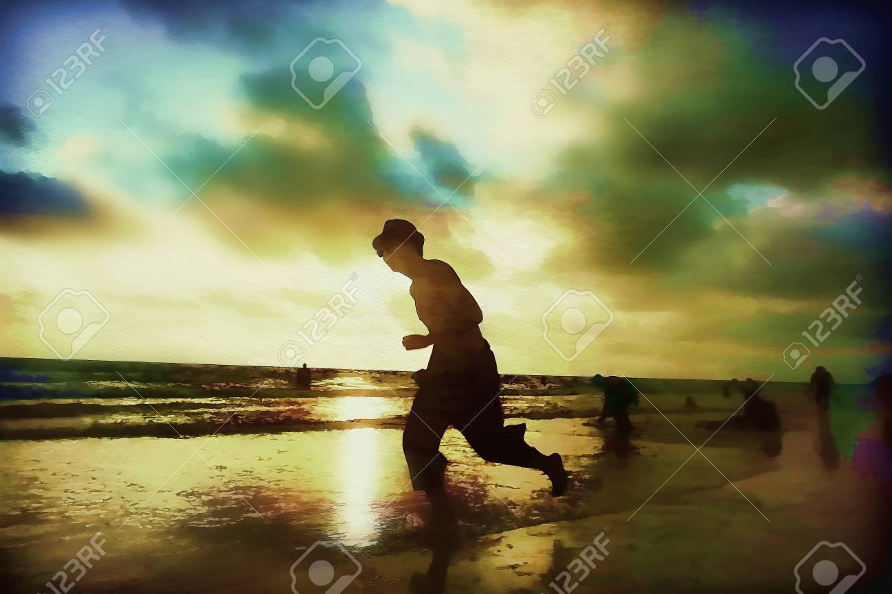 les adolescents sur une plage nue