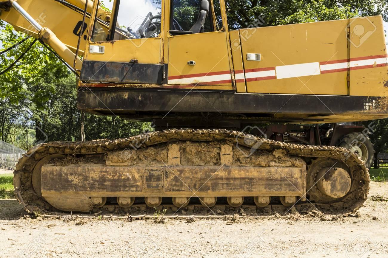 Una Excavadora Aparcado A La Espera De Reanudar Su Trabajo útil ...