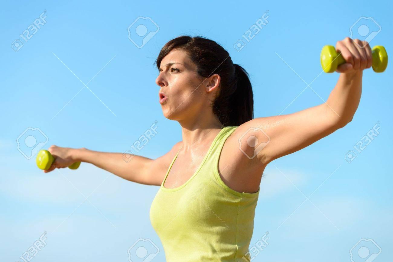 Фото девушки фитнес на пляже 1 фотография