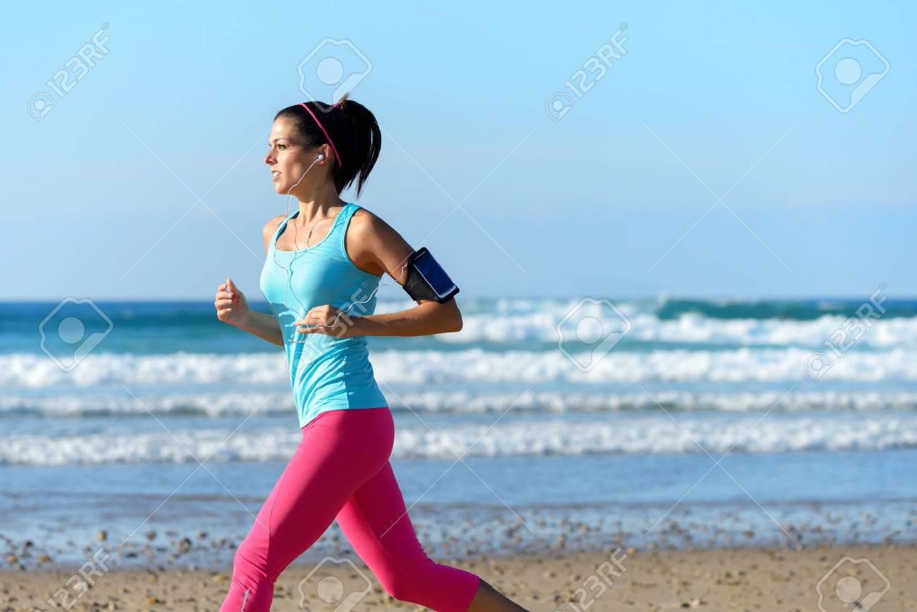Фото девушки фитнес на пляже 4 фотография