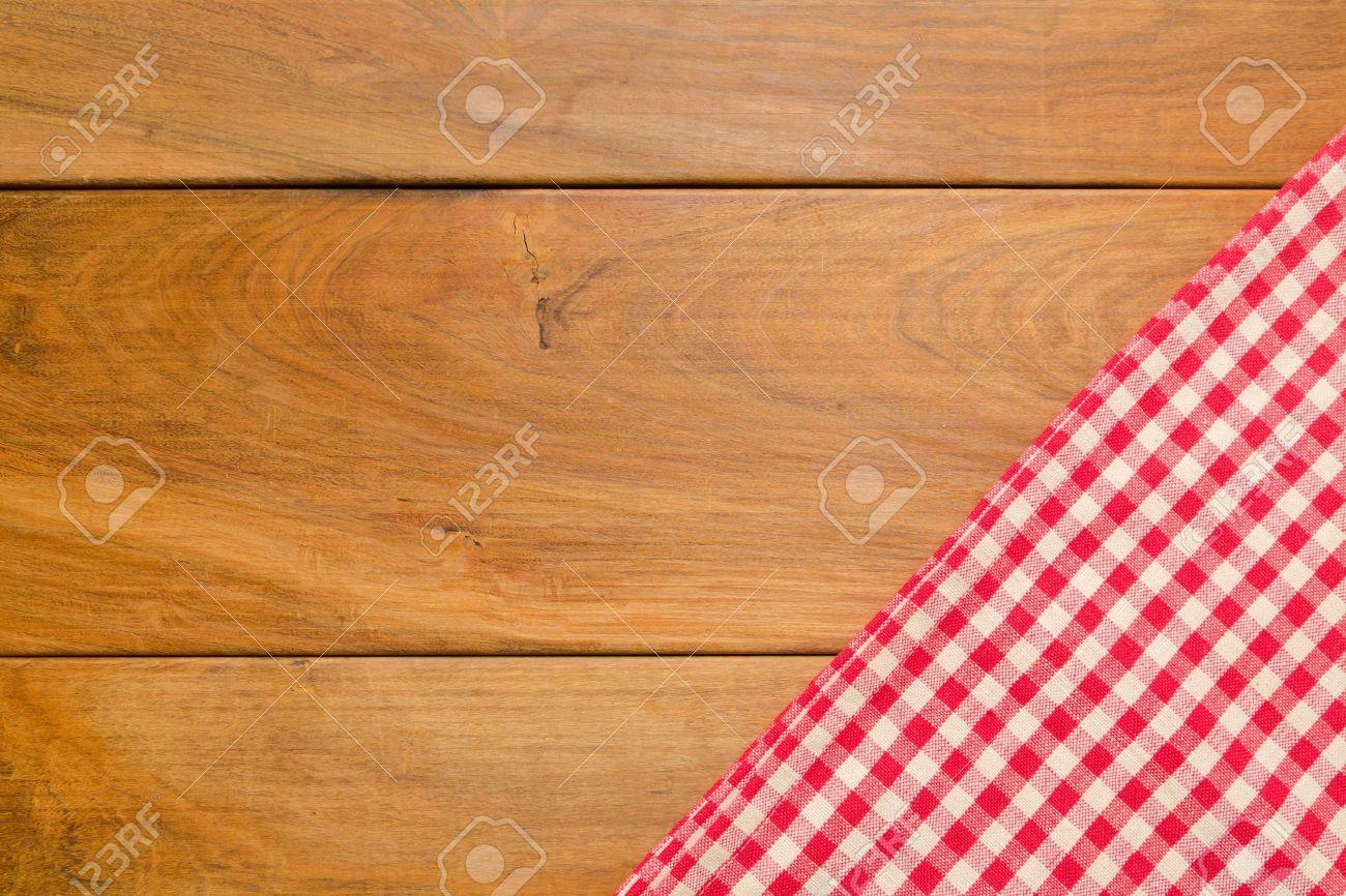 fondo con mesa de madera y mantel foto de archivo