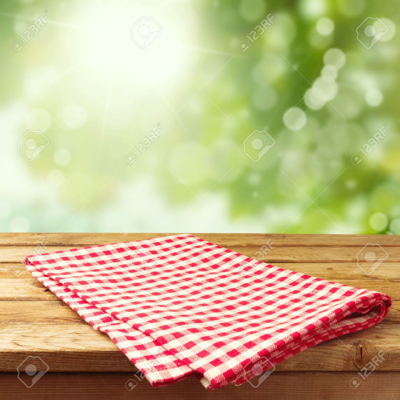 Picnic table background - Picnic Table At The Park Empty Wooden Deck Table With Tablecloth Over Bokeh Background