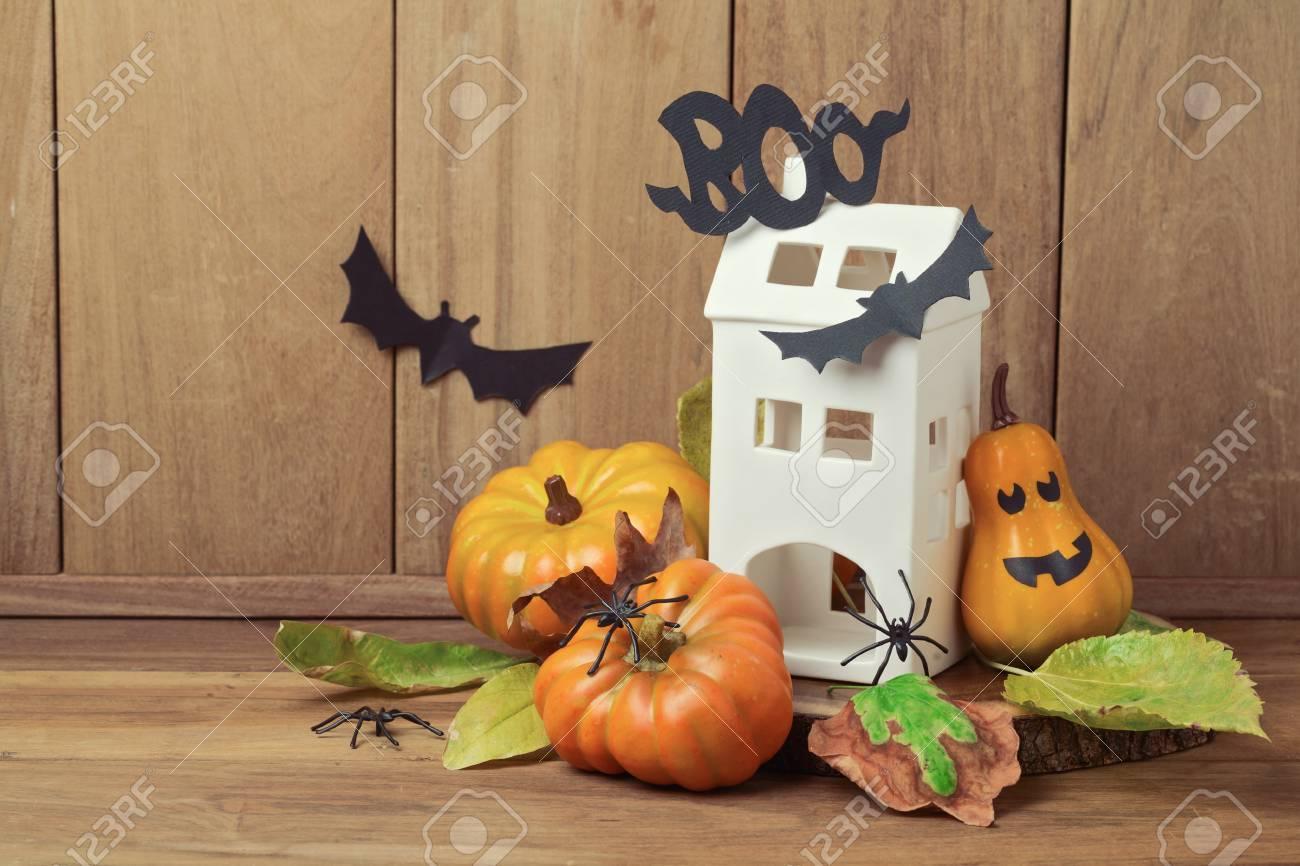 Decoration D Halloween Avec La Maison Et La Citrouille Sur Fond De