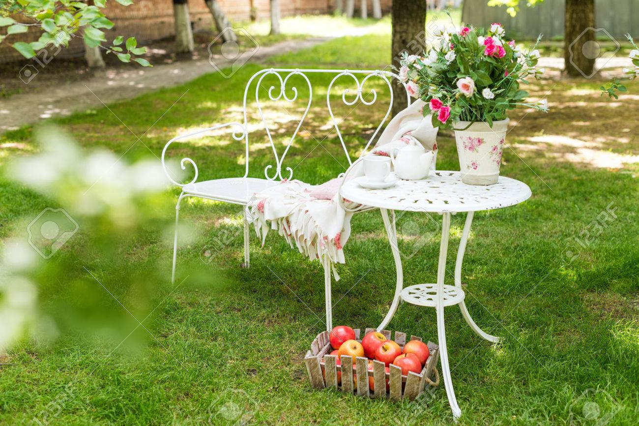 Summer Garden With Tea Party Setting. Outdoor Party Decorations ...