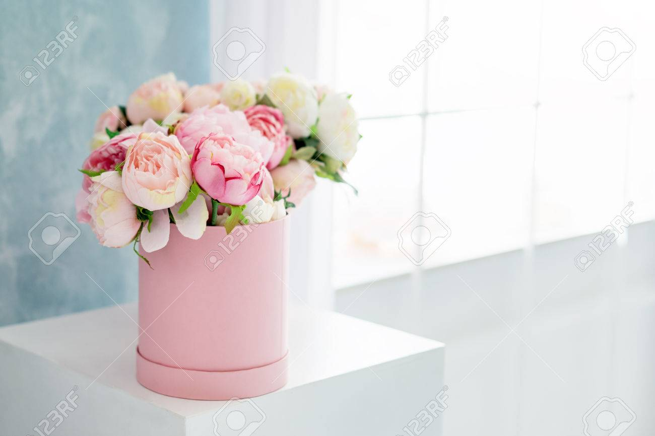Flowers in round luxury present box bouquet of pink and white flowers in round luxury present box bouquet of pink and white peonies in paper box izmirmasajfo Gallery