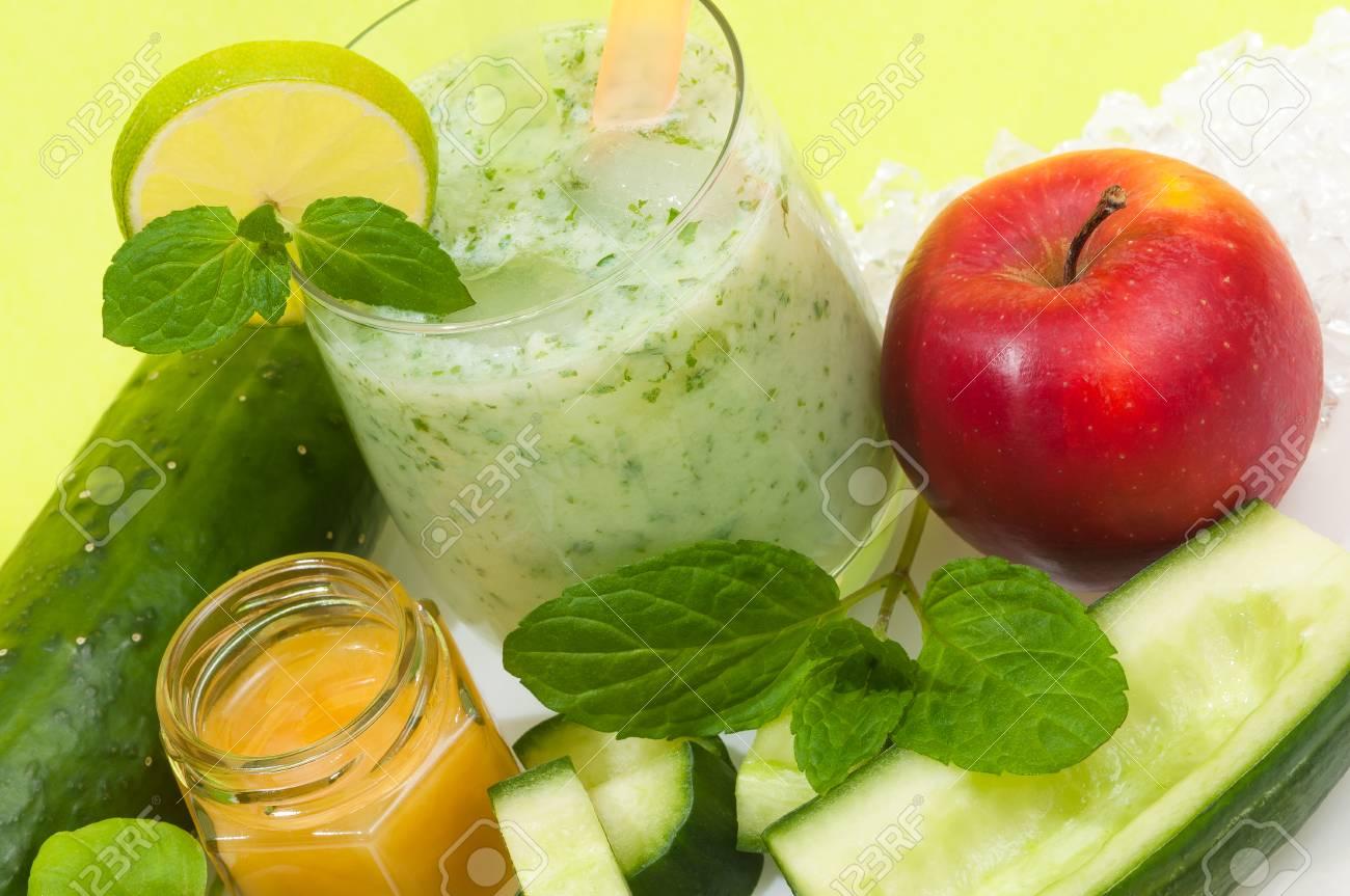Gesunder Gurken-Smoothie Mit Apfel Und Honig Und Minze; Gesundes ...