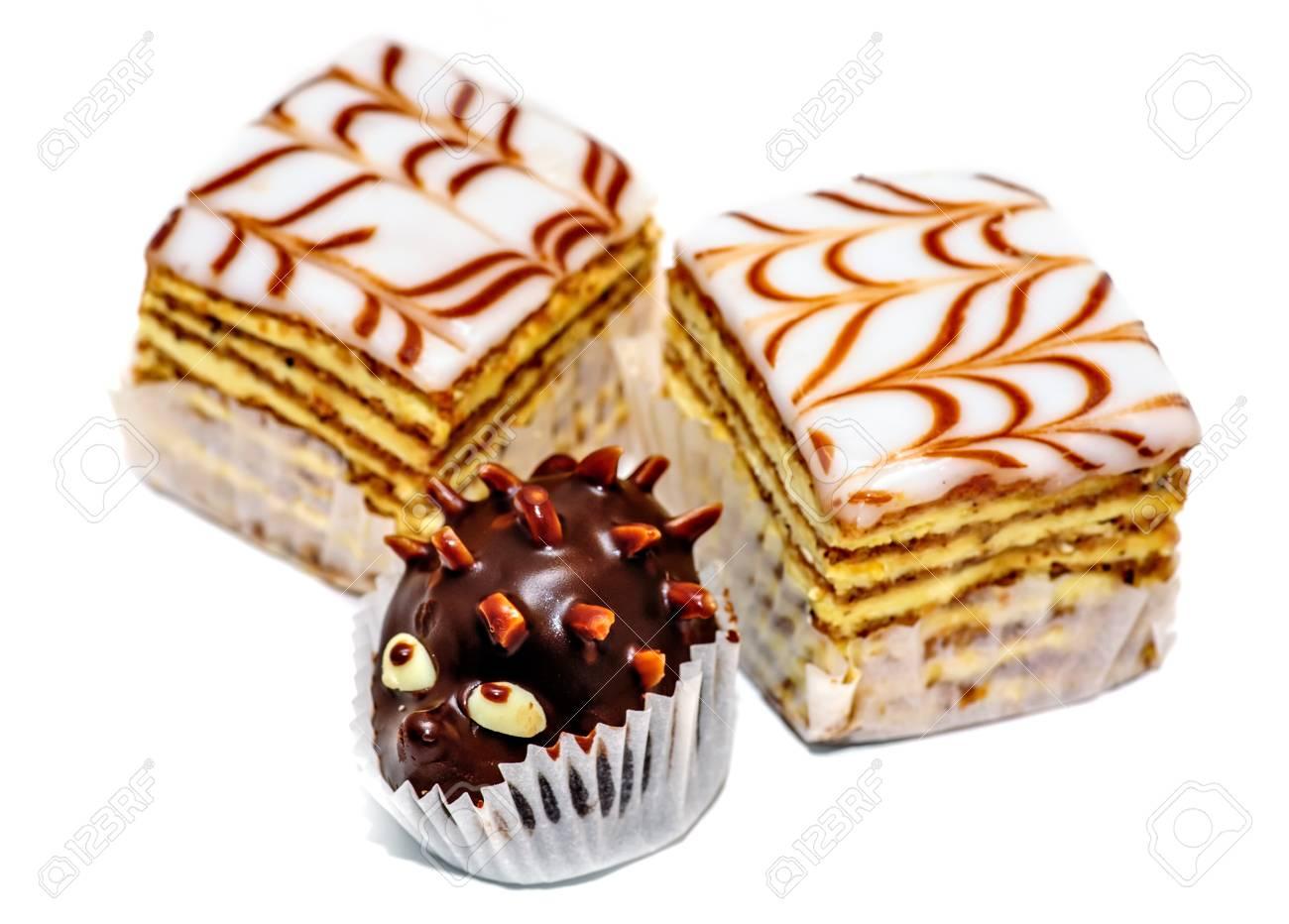 Layered Kuchen Und Schokolade Igel Isoliert Auf Weissem Hintergrund