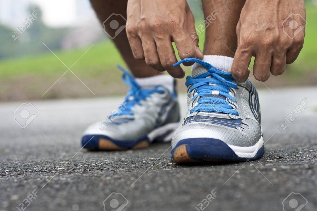 Tying sports shoe - 20323421