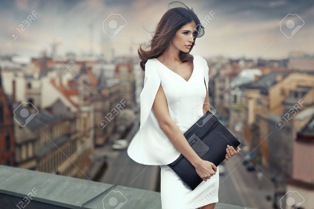 Smart businesswoman on the roof of the building - 30526092