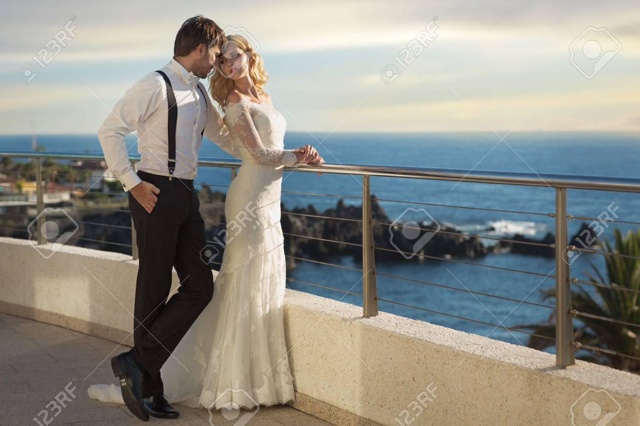 Romantic picture of the young marriage couple - 39383618