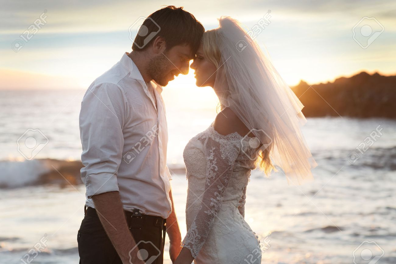 Romantic marriage couple on the perfect honeymoon - 39384121